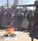 طيران العدوان يلقي منشورات على صعدة والمواطنون يحرقونها