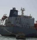 قوى العدوان تفرج عن سفينة محملة بالبنزين وتستمر في احتجاز ثمان سفن أخرى